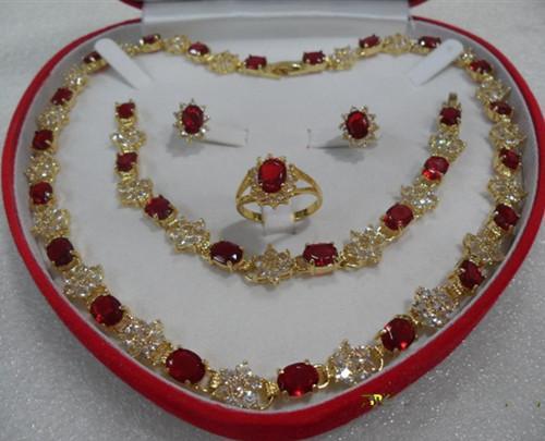18 Karat Gelbgold gefüllt Schmuck schöne rote Rubin gesetzt Halskette Armband Ringgröße 8 Hochzeit