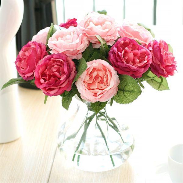 Fiori artificiali delle rose di seta false di alta qualità con le foglie verdi per il mazzo passante della decorazione di nozze domestica
