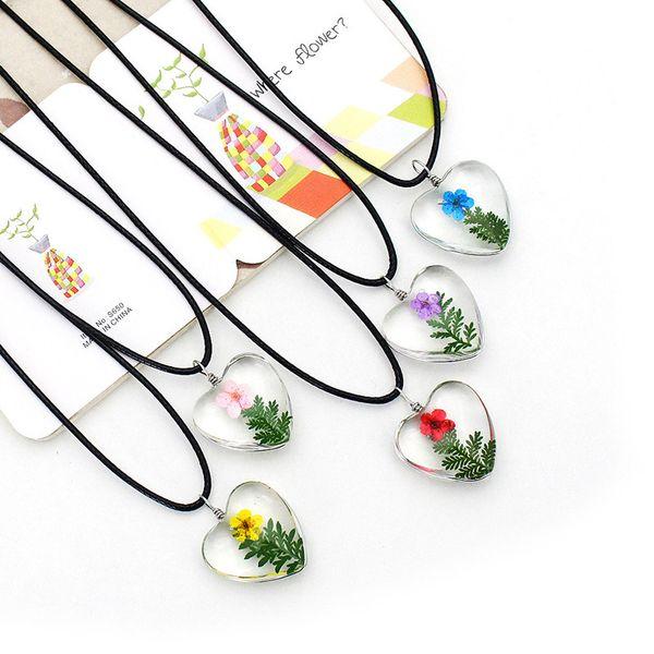 Doğal Gerçek Kurutulmuş Çiçekler Kolye Kolye El Yapımı Kuru Erik Çiçek Bitkiler Takı Kalp Şekilli Cam Kolye Kadınlar için