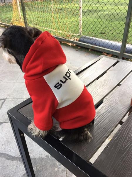 Marca de fábrica al por mayor de moda para mascotas Dog Sport Hoodied fresca sudaderas con capucha para mascotas ropas del invierno del gato del perro del Schnauzer Material lindo del dogo sudaderas