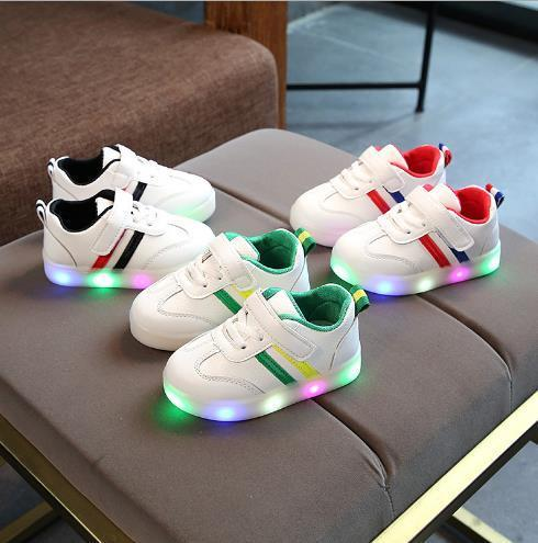 2018 spring and autumn new LED lights casual girls luminous shoes boys, seven color flashing flat shoes.