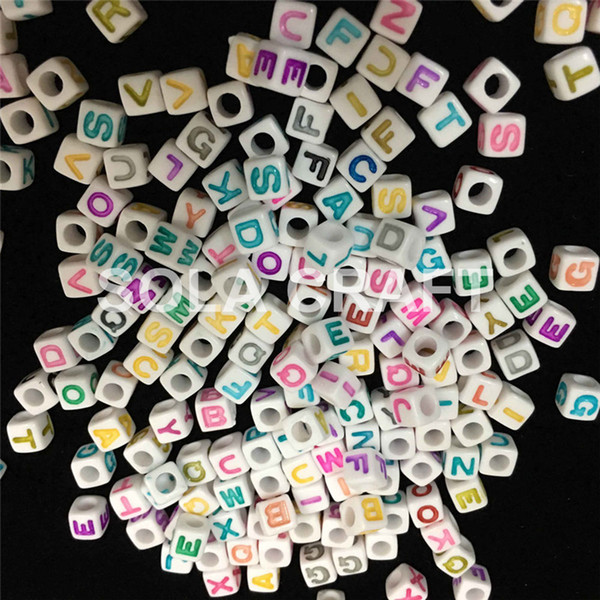 Factory Bulk Wholesale 500 Pieces 7 MM Mixed Colors Various Acrylic Plastic Square Cube Letter Beads For Key Chain Making