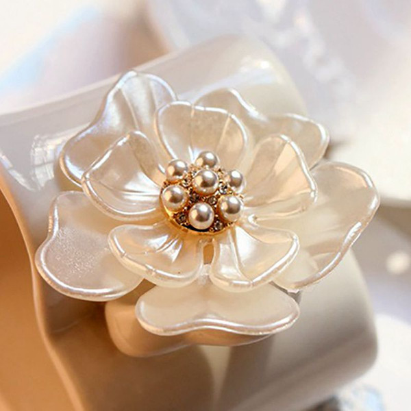 Camellia Flower Brooch pins plant Brooches For women Dressing Decoration Fashion Beautiful Jewelry Modern Girl Gift