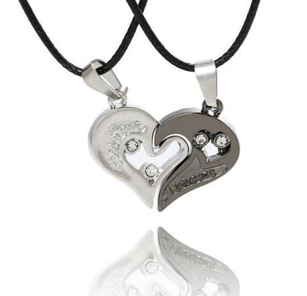 Mejor venta de diamantes de cristal pareja en forma de corazón colgante hombres y mujeres amor collar impreso collar de joyería de acero inoxidable conjunto