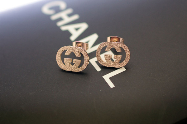 Factory Price High Quality Luxury Letter embossing Stud Earrings Fashion metal Gold Silver Letter earrings With Box