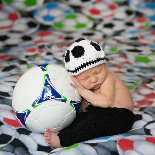 Infant Boy Gestrickte Fotografie Requisiten 1 satz Häkeln Baby Fußball Hut shorts Set Neugeborenen Foto Kostüm