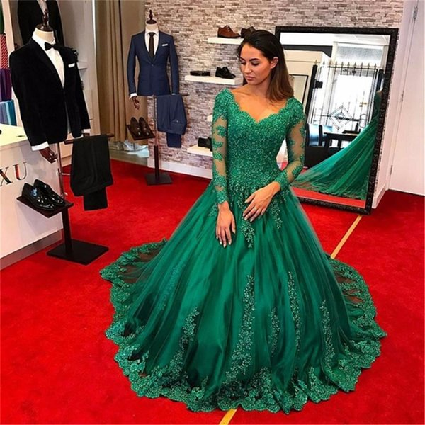Modest Emerald Green Ball Gown Beaded Lace Long Sleeve Evening Dresses 2018 Arabic Dubai V neck formal Party Prom Gowns Vintage Dress
