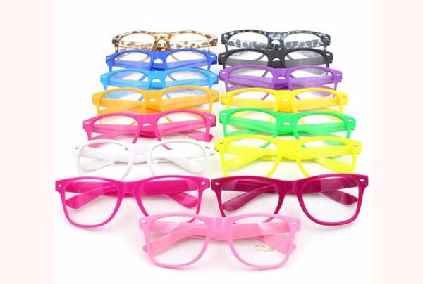 Gafas de sol calientes Gafas de sol unisex Gafas de sol de remache Color retro Unisex Punk Geek Style Gafas con lentes transparentes 500pcs