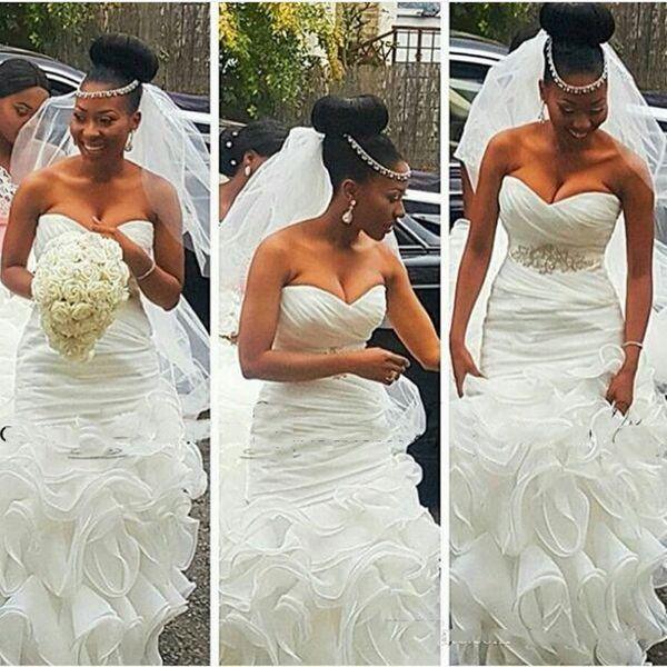 2018 Limpo e Moderno Sul Africano Sereia Vestidos de Noiva Vestidos de Noiva Plus Size abiti da sposa com Frisado Cinto Ruffles Train Backless