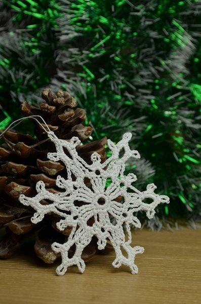 2018 Christmas tree ornaments, crocheted snowflakes, handmade holiday decorations, white applique, embellishments of 12 ~4 inches