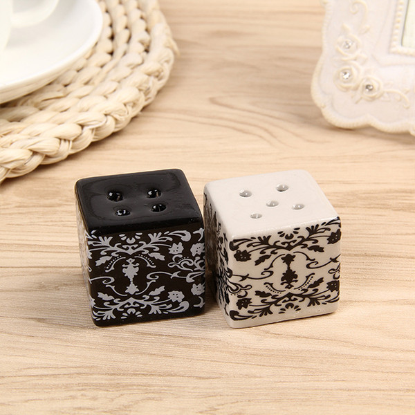 5Pcs/Lot Creative Wedding Favors Party Back Gifts For Guests Black And White Damask Pattern Seasoning Bottle Decorations