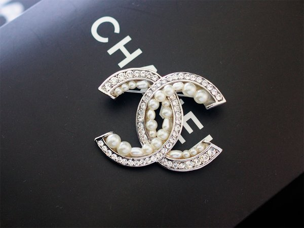 Top Quality Letter Pearl diamond Opal Brooch decorations Fashion Metal Letter Flowers brooch Jewelry With Box