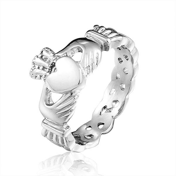 fashion Europe hot selling hand hold love heart new design stainless steel ring wholesale high-end jewelry for women