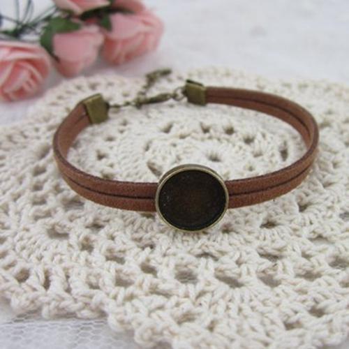 Antichi bronzi tinti Supporti vuoti Vasi pendenti tondo castone cabochon montato bracciale, reperti di gioielli