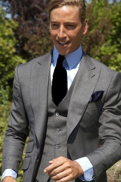 Smoking di alta qualità uno grigio chiaro dello sposo Smoking groomsmen di picco bavero Best Man Abiti da sposa uomo (Jacket + Pants + Vest + Tie) D: 183