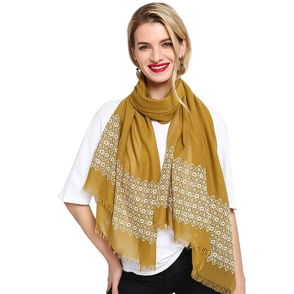Wholesale Brief 70*180cm 17 Colors Embroidery Tassel Cotton Designer Scarf Women Hijab Shawls Pashmina Wrap Scarf Table Blanket Beach Towel