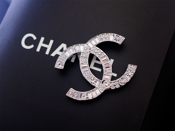 Factory Sell Top Quality Luxury Celebrity design Pearl diamond Flowers brooch Fashion Letter Five-pointed star Metal Buckle brooch With Box