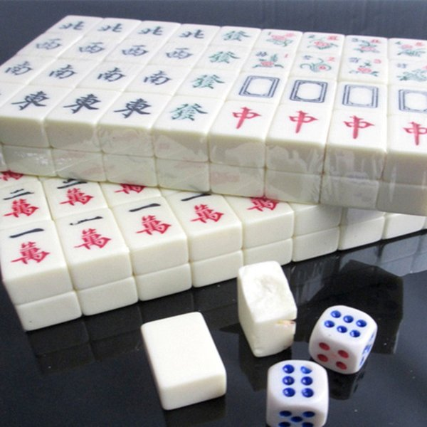 New Products Miniature Pocket Portable Mini Travel Mahjong Travel Entertainment Chinese Mahjong Leather Box Packaging Board Games Offers Printable