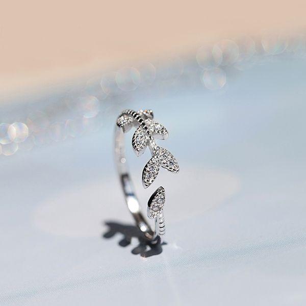 taze ve tatlı kişilik tüyler dalları ve elmas açılış halkası