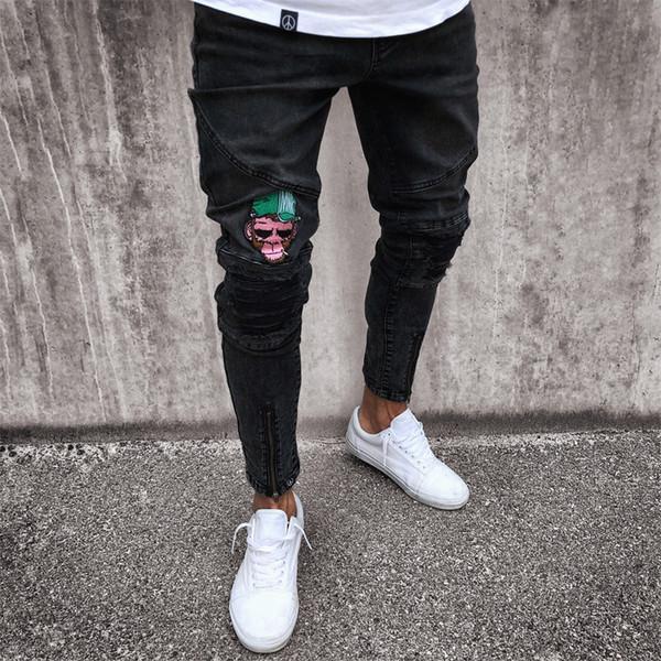 Vaqueros de los hombres elásticos y desgarrados Skinny Biker Jeans Patrón de dibujos animados destruido Taped Slim Fit los pantalones de mezclilla negros 2018 Nuevo