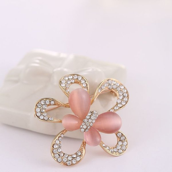 2018 New arrival women lady fashion jewelry alloy butterfly crystals diamond pins flower brooch Christmas festival gift love