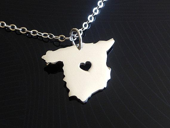 10pcs European Country Map Spain Charm Pendant Necklace Spanish Pride I Love Heart Capital of Spain Madrid City Necklaces for Souvenir