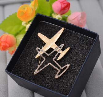 Wholesale Crystal Airplan Aircraft Brooch Pins Gold Silver Corsage Scarf Clips Brand Letters Logo Brooches For Women Men Clothing Accessory