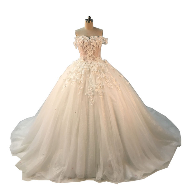 2018 Ball Gown Wedding Dresses Off Shoulder Straps Sweetheart with 3D Handmade Flowers Lace Appliqued Blingbling Chapel Train Bridal Gowns