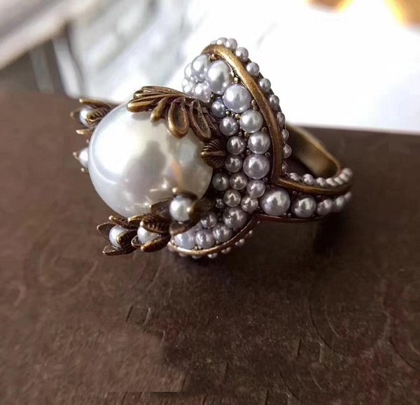 Vintage brass luxurious ring with nature pearl decorate and stamp logo charm ring jewelry christmas day thanksgiving valentines day jewel