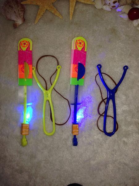 Flèche de LED hélicoptère LED Flèche incroyable vol d'hélicoptère de parapluie parapluie parachute Enfants Jouets Espace UFO LED Lumière Noël Halloween Flash Jouets