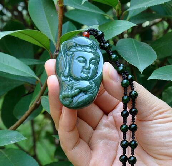 Natural Xinjiang Hetian jade Guanyin jade pendant Genuine men and women models carved hand-held Rosary Guanyin