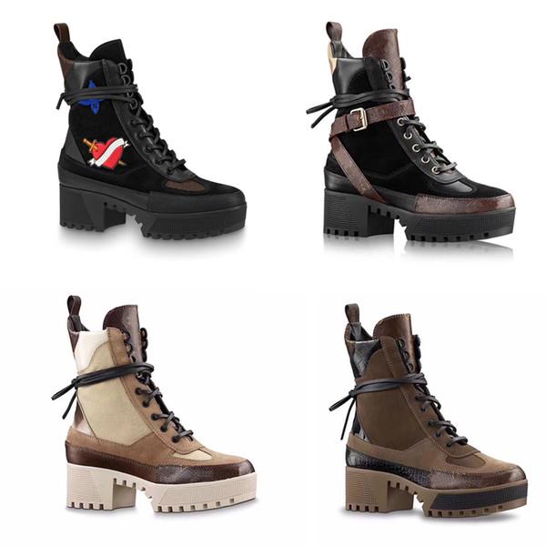 Designer donna Desert Boot 9cm Tacco alto + 5cm Stivali piattaforma Donne Sexy Tacchi a spillo Patente fenicotteri in pelle medaglia Stivali alti alla caviglia Martin w1
