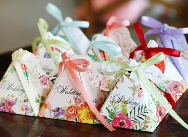 100pcs/lot Pyramid Style Wedding Party Favour Sweet Boxes Spring Flower Wedding Favor Candy Box with Ribbon Tag