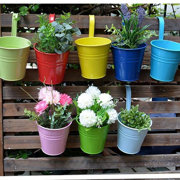 Pots de fleurs en métal de couleurs de sucrerie, pot de fleur accrochant, planteurs de balcon de pots de jardin Supports de fleur de seau en métal