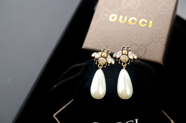 New arrival Factory Price High Quality Luxury Letter Pearl diamond Stud Earrings Fashion Bee insect metal Pearl earrings With Box