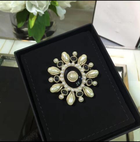 Kadınlar için moda C broş pin marka pins broşlar Avrupa tarzı takı aksesuarları için Yüksek kaliteli ışık altın broş