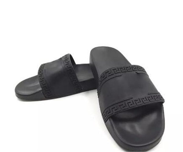 V052versace Men Beach Slide Sandals Medusa Scuffs Slippers Mens Women Black White Red Beach Fashion Slip -On Designer Sandals Slipper Shoes