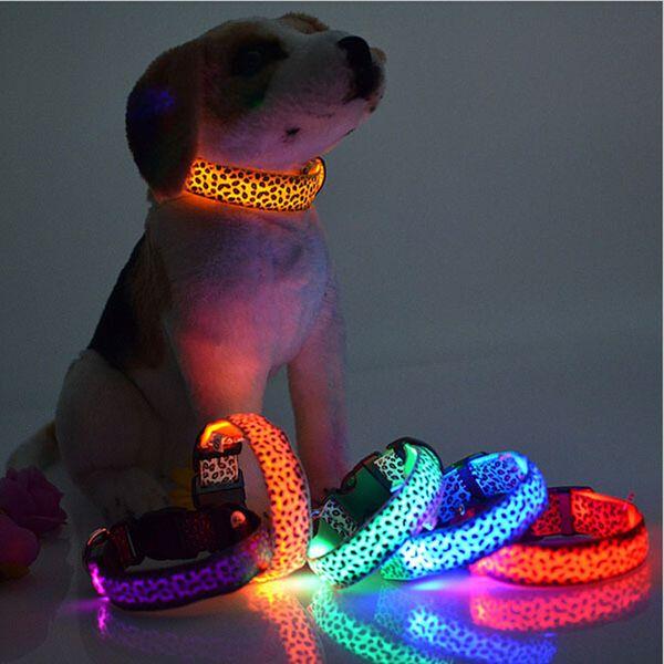 Cuello de perro LED Luz Flash Cuello de leopardo Cachorro Perros de seguridad para mascotas de noche Productos para el collar de perros Colorido Cuello ligero de destello