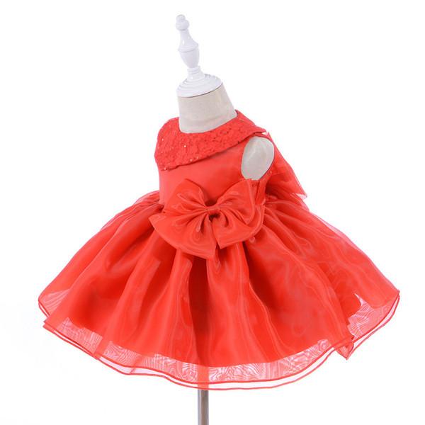 Le neonate sveglie di estate bianche si vestono per il vestito operato dal  battesimo di compleanno di 1 anno di compleanno dell abito dei bambini ... 463c7cc14fb
