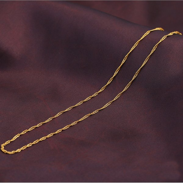 The new titanium steel vacuum gold necklace manufacturers direct sales of many gold plated necklace gold jewelry fashion jewelry.