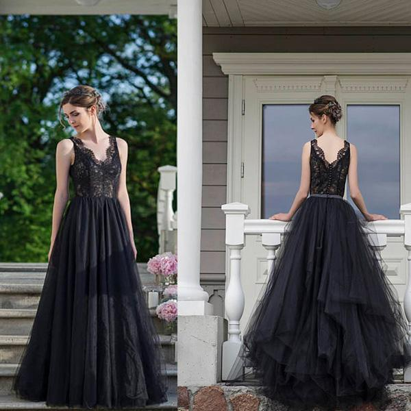 Summer Country Outdoor Black Gothic Wedding Dresses 2018 V Neck Top Lace Wedding Dress Aline Cheap Bridal Gown Open Back Sexy