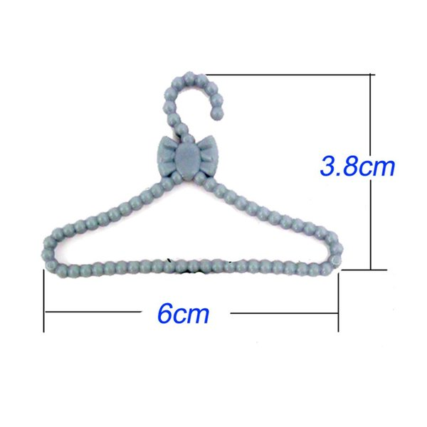 20 Pcs Lot Mini Gray Hangers Cute Dress Shirt Coat Pants Clothes Holder Plastic Accessories For Doll Dollhouse Gifts Toys