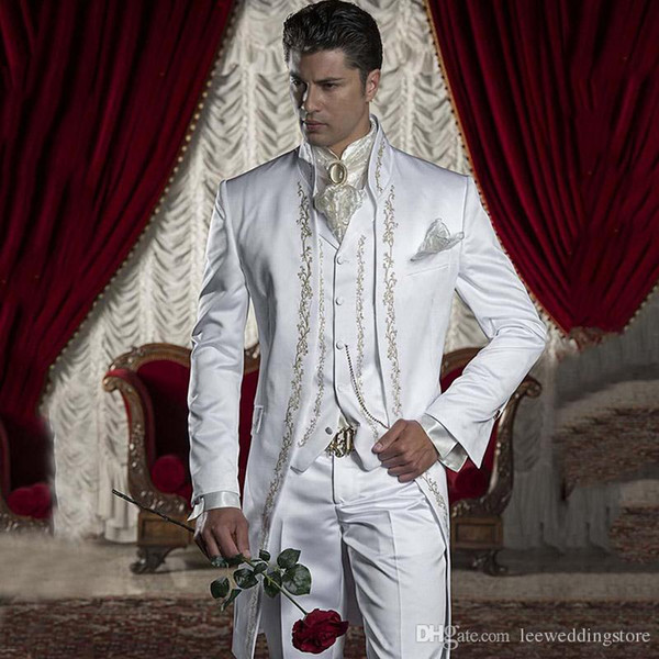White Floral Pattern Embroidery Men Suits Tailcoat Italia Style Wedding Suits Tailored Tuxedo Groom Wear Slim Fit Formal Evening Dress Prom