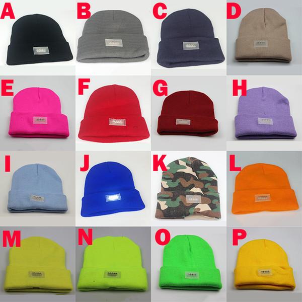 16 Colori Inverno Caldo Berretti Cappello LED Luce Sport Berretto Berretto Pesca Caccia Camping Cappelli Da Corsa Unisex Berretti Cappellino