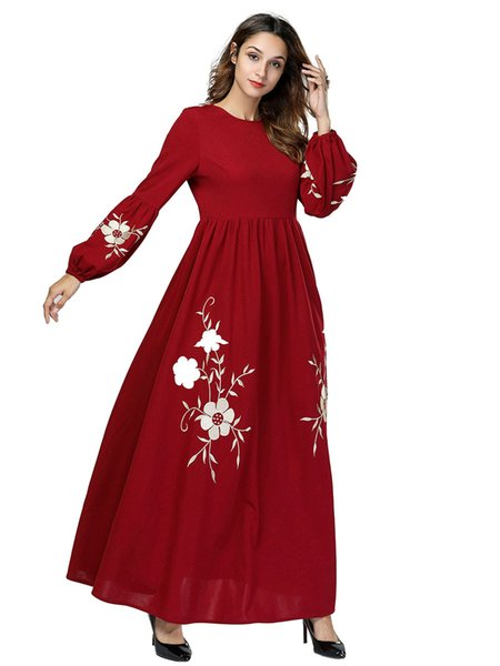 2018 Winter Women Elegant Red Christmas Dress Female O-Neck Lantern Sleeve Pleated Maxi Dress Floral Embroidery Vestidos Plus Size