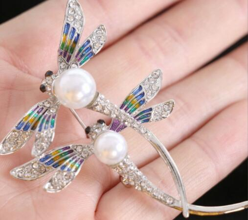 New hot brand designer rhinestone color pearl brooch personality ladies clothing gift fashion accessories