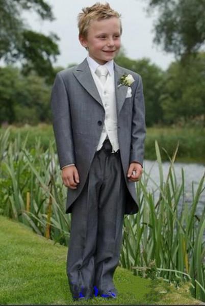 Nouveau Custom Made Gris Garçon Porter Tuxedos Peak Revers Enfants Costume Enfant De Mariage Costumes De Bal (Veste + Pantalon + Gilet + Cravate) 610