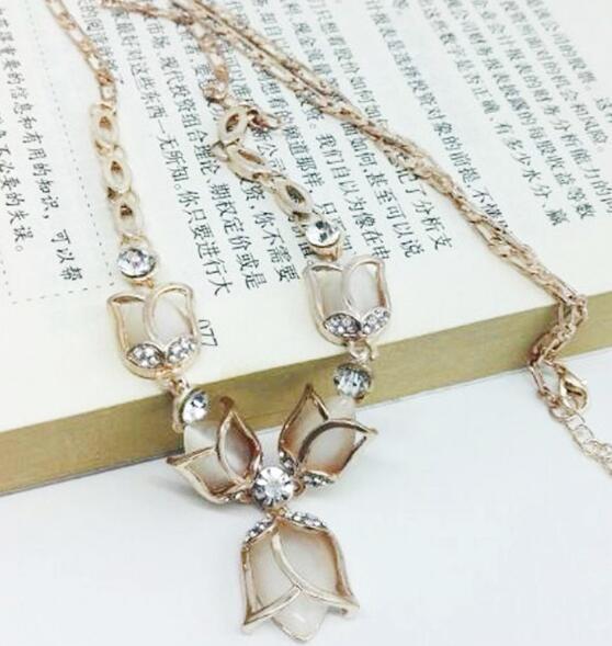 Sıcak tarzı Avrupa ve Amerikan moda tatlı klavikula zinciri mizaç joker lale çiçek setleri elmas kolye vogue klasik delicat