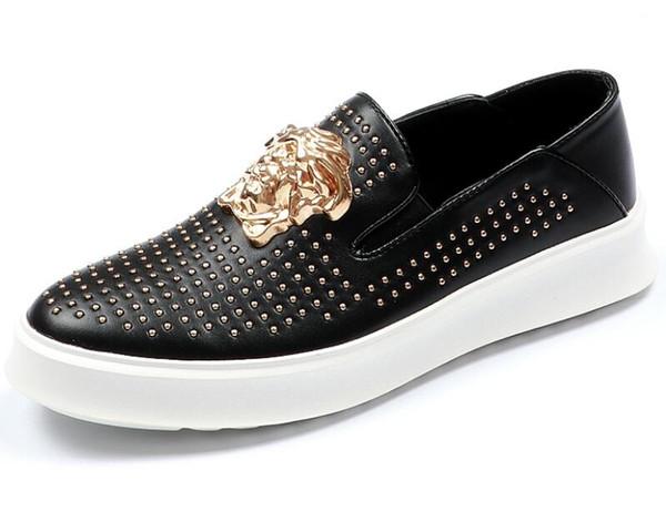 2019 hombres de la moda de metal mocasines diamantes de imitación diamante negro espigas hombres zapatos remaches planos zapatillas de deporte ocasionales mocasines 38-44