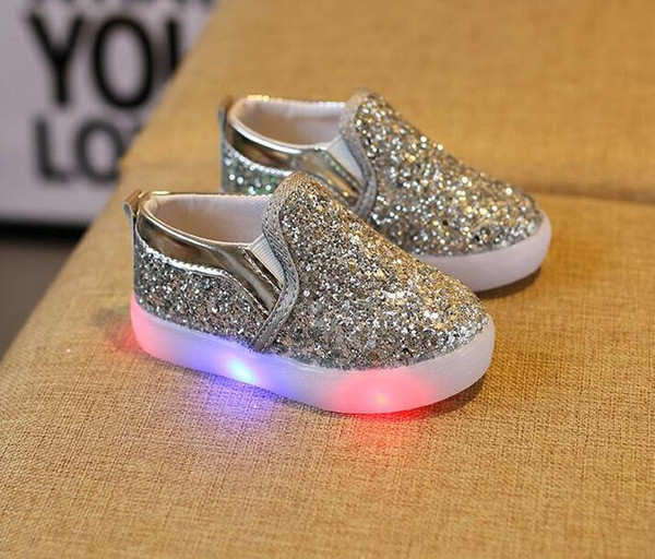 2019 Kids Glowing Sneakers Baby Girls Boys LED Light Shoes Toddler Anti Slip glitter Sequins Sports Casual Shoes